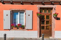 Ribeauvillé /Alsace 2018 (karlheinz klingbeil) Tags: france window frankreich alsace fenster city tür stadt door ribeauvillé départementhautrhin