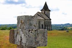 Le Cros de Ronesque (Yvan LEMEUR) Tags: crosderonesque ronesque cantal chapelle croix extérieur goul auvergne aurillac carladès france ambiance