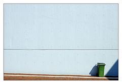allein und verlassen (rolleckphotographie) Tags: düsseldorf rolleckphotographie sony slta65v simplicity zeiss minimalism minimal facade urbanlandscape ugly banal boring empty newtopographics