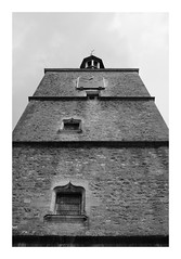 La Tour de l'Horloge d'Avallon (DavidB1977) Tags: france bourgogne yonne avallon tour monochrome bw nb fujifilm x100f