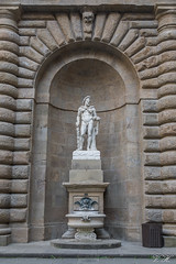 2019/02/26 15h48 sculpture, Palazzo Pitti, Florence (Valéry Hugotte) Tags: 24105 firenze florence italia italie italy palaispitti palazzopitti pitti canon canon5d canon5dmarkiv sculpture statue