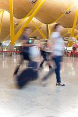 LVM: Pasajeros (AriCatalán) Tags: velocidadbaja lvm juegolvm jackierueda passengers pasajeros airport aeropuerto