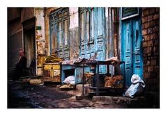 scène de rue, Assouan (Marie Hacene) Tags: egypte assouan rue street porte mur cof075lep cof075dmnq cof075mire cof075chri cof075radm cof075biz