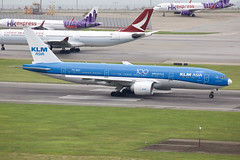 KLM (KLM Asia) | Boeing | 777-206(ER) | PH-BQF (TFG Lau) Tags: vhhh hkia hkg hongkong hongkonginternationalairport shalowan airplane aeroplane aviation aircraft plane planespotting spotting canon canoneos canon5dmarkiii eos eos5dmarkiii ahkgap klm kl boeing boeing777 b777 b772 b77e 777 phbqf klmasia skyteamalliance skyteam