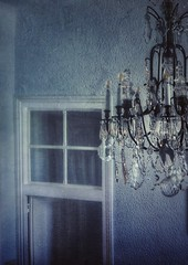 Punto de vista. (Marina Is) Tags: pov puerta gate ceilinglight lampara