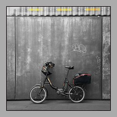Hercules Kunst am Bau ? (schau_ma_da) Tags: 2604 album7 düsseldorf düsseldorfradeln deutschland drahtesel fahrräder fahrrad flickr hercules iphone iphone66s pedelec quadrat robfoldf8 schaumada tretmobiles verkehr swfarbe bwc schwarzweisfarbe swundfarbe wapb