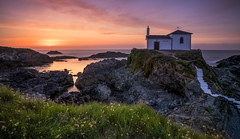 Atardecer en a Virxe do Porto (ramoncallejo) Tags: valdoviño cantabrico galizia galicia sunset atardecer sony color 16mm sigma playa summer longexposiure larga exposición filtros landscape exposicion long luz light marina marine naturaleza nature paisaje paisajes photography rocas rocks seascape sea catabrian spain tonos tripode tone verde verano iverso 3 pasos haida arena colors photo fotografía ambiente ambient costa coast sky hora dorada gold hour cantábrico norte de españa north beautiful