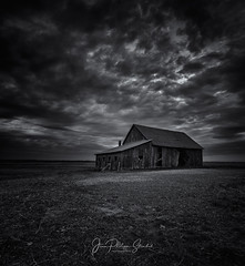 Old barn (Jean-Philippe S.) Tags: bw canon noiretblanc sony metabones a7rii tse24mmf35lii