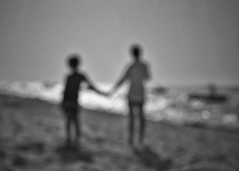Everybody belongs here (Mister Blur) Tags: everybodybelongshere onlyonehumanrace james chicxulub yucatán méxico blancoynegro blackandwhite noireetblanc bw bn beach scene waves desenfoque blur blurry dots reflection epic song manyfaces nikon d7100 35mm nikkor lens snapseed rubén rodrigo fotografía alllivesmatter monochrome monday