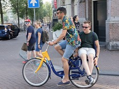 Sharing a ride (Papaye_verte) Tags: vélo bicyclette bicycle bike streetphotography paysbas netherland holland hollande amsterdam