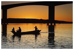 _CHP4651_DxO (Carlos Henrique Pereira) Tags: sunset river riosaofrancisco fisherman bridge ponte rio barco boat silhueta silhouette pordosol sol sun dxo filmpack bahia brasil brazil ibotirama