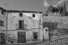 (200/19) La casa (Pablo Arias) Tags: pabloarias photoshop ps cielo nubes arquitectura bn blancoynegro monocromático casa puerta polopdelamarina alicante