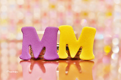 Opposite_MM (Anavicor) Tags: macrounlimited macromondays mm hmm opposite yellowpurple letters complementarycolors letras tamron90mm nikon d5300 anavicor anavillar villarcorreroana macro bokeh
