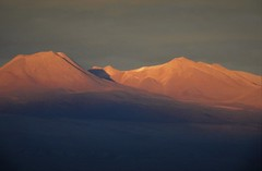 Alpenglow on the Andes, as seen from the Valle de la Luna y Muerte (Ruby 2417) Tags: sunset alpenglow twilight dusk evening andes atacama chile nature landscape scenery