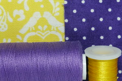 sewing passion (Elisabeth patchwork) Tags: gelblila macromondays complementarycolours 20190805 yellow purple violet sewing fabric yarn sigma sigmasdquattro sigma105mm macro