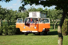 Camping legend (Reeziss) Tags: cars volkswagen camping orange old vintage