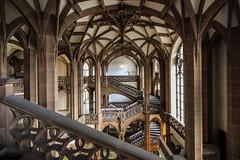 Amtgericht Wedding (Elbmaedchen) Tags: staircase stairwell stairs treppenhaus escalier escaleras interior eingangshalle wedding amtsgericht neugotisch monumental berlin säulen bögen gewölbe foyer gesundbrunnen unterwegsmitsabineundfrank