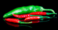 Chili - HMM 🌶 (Andie Wandsch) Tags: hmm macro mondays complementary colours red green chili peppers pimientos piments peperoncino hot piccante piquant food macromondays spiegelung complementarycolours