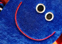 SMILE. LA VITA TI SORRIDE. (FRANCO600D) Tags: complementarycolours hmm macromondays smile sorriso ciabatta slipper tessuto colori colors coloricomplementari blue red rosso smartphone huawei huaweimate20pro franco600d