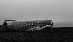 The chrashed airplane Iceland (Bjarni53) Tags: iceland airplane chrash solheimasandur nikon d7500 sigma 1770 28 vik landscape summer rain fog scandenavia europe chrashed old oldschool metal gravel lava backround background