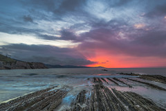 Sunset in Zumaia (Basque Country) (Henry De la Rivière-Aldridge) Tags: itzurun zumaia gipuzkoa basque beach flysch sea ocean rocks surf sun clouds sunset naturalezacautivadora naturaleza