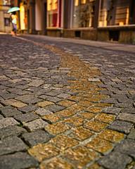 Drückebergergasse (je535) Tags: kopfsteinpflaster stones strase drückebergergassl viscardigasse drückebergergasse munich münchen geschichte nikon z7 2470f28