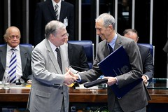 carlos-alberto-sicupira-cumprimenta-o-senador-tasso-quem-o-indicou-ao-diploma-jos-ermrio-de-moraes_17944857289_o