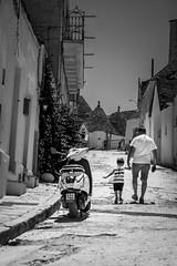 21072019-IMG_6166.jpg (KitoNico) Tags: italie pouilles italia italy puglia blackwhite bw noiretblanc alberobello trulli street