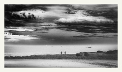 S'échapper #7 (Napafloma-Photographe) Tags: 2019 anseduconguel atlantique bandw bw bretagne fr france géographie landscape morbihan métiersetpersonnages paysages personnes techniquephoto beach blackandwhite monochrome napaflomaphotographe noiretblanc noiretblancfrance océan paysage photographe plage province quiberon