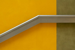 Handrail on a yellow and green wall (Jan van der Wolf) Tags: map196273v handrail leuning lessismore minimalism minimalistic minimalisme minimal minimlistic wall architecture architectuur muur tatebritain geometry geometric museum stairwell