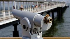 Fernrohr auf der Seebrücke in Heringsdorf (dl1ydn) Tags: dl1ydn fernrohre seebrücke telescope bokeh canon 3570mm f4 ostsee balticsea travel mecklenburgvorpommern heringsdorf