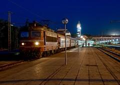 БДЖ / BDŽ 0044 125-0 | BV  3636 (Varna - Sofia) | Varna | Bulgaria (Rostam Novák) Tags: rostamnovak train zug бдж bdz bdž 0044125 3636 bv railway plecháč škoda skoda track night station lamp evening ac