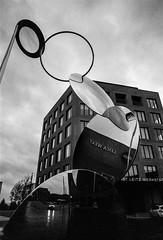 Leica Welt (Andreas Bischof - Fine Art Photography) Tags: film meinfilmlab analog wwwmeinfilmlabde leitzpark wetzlar leica rainyday agfaapx100 leicamd voigtländercolorskopar21mmf40 bw filmphotography