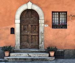 San Miniato (Jolivillage) Tags: jolivillage sanminiato toscane tuscany toscana porte door porta fenêtre window finestra façade pictutesque geotagged italie italy italia europe europa