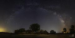 La via y la casa (JoseQ.) Tags: latoledana eltorno elbullaque ciudadreal vialactea nocturna largaexposicion panoramica estrellas noche luces agosto