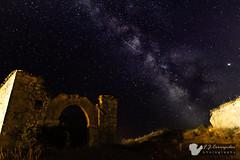 Ermita galáctica (Corregidor) Tags: ruina vialáctea júpiter saturno pastrana estrellafugaz nocturna astrofotografía paisaje xt1 fujinonxf14