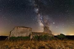 La ermita con nuestra galaxia. (Victor Aparicio Saez) Tags: fotoconamparohervella astrofotografía ermita nocturna naturaleza paisaje víaláctea estrellas noche contaminaciónluminica