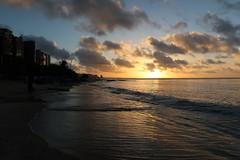 Mucuripe, Fortaleza (Francisco Aragão) Tags: mucuripe fortaleza ce ceará brasil praiadomucuripe pordosol sunset cores entardecer litoral capitaldoceará nordeste horizonte nuvens ceu prédios reflexos mar ondas canong7xmkii fotografia brazil praiaurbana regiãonordeste