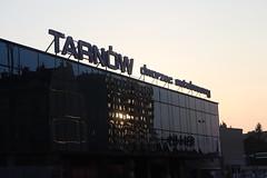 Dworzec autobusowy (magro_kr) Tags: tarnów tarnow polska poland małopolska malopolska małopolskie malopolskie budynek wieczór wieczor odbicie building evening reflection