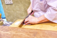 cutting (HAMACHI!) Tags: kyoto 2019 summer gion japan food foodporn foodie foodmacro japanesefood japaneserestaurant mizuoka みずおか 祇園みずおか kyotocuisine