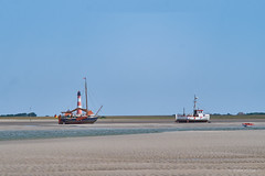 Three Boats, Two Sailors, and the Lighthouse Westerhever Sand (Hamburg PORTography) Tags: leuchtturm lighthouse westerhever boat boats boot boote fischer fisher segel sail watt tidal flats water wasser spo sankt peter ording nordsee northsea beach strand sand coast küste hoonose68 2019 germany deutschland sgrossien grossien zoom minolta md mount sr fuji xmount fujifilm xe1 adapted adapter lens objektiv manual novoflex 3570mm mdmount srmount againstautotagging