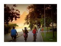 Por do sol e passeio de bikes (o.dirce) Tags: bikes entardecer sunset pordosol passeio jovens ciclistas dirce odirce lagoarodrigodefreitas