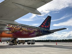 Brussels Airlines (Tomorrowland Livery) Airbus A320-214 OO-SNF (josh83680) Tags: manchesterairport manchester airport man egcc oosnf airbus airbusa320214 a320214 airbusa320200 a320200 tomorrowlandlivery tomorrowland livery tomorrow land brussels airlines brusselsairlines air lines