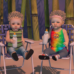 Lawn Chair Bottles (lukeidlemind) Tags: lola avery blondeshavemorefun kids babies zooby family love beach hippy cute adorable daddy mommy