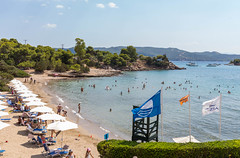 People swimming in the Myrtoan Sea, at a beach of the Aks Hinitsa Bay Hotel in Chinitsa, with beach chairs and white parasols (verchmarco) Tags: spetses griechenland greek beach strand travel reise seashore water wasser sea meer sand vacation urlaub summer sommer ocean ozean island insel noperson keineperson sun sonne tropical tropisch sky himmel leisure freizeit boat boot landscape landschaft recreation erholung relaxation entspannung bay bucht