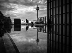 (Norbert Clausen) Tags: rheinturm spiegelung mirror düsseldorf hyatt medienhafen