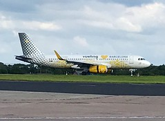 Vueling (Vueling Loves Barcelona Livery) Airbus A320-232 EC-MNZ (josh83680) Tags: manchesterairport manchester airport man egcc ecmnz airbus airbusa320232 a320232 airbusa320200 a320200 vueling loves barcelona livery vuelingloves vuelinglovesbarcelona vuelinglovesbarcelonalivery