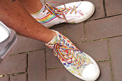 Prinsengracht - Amsterdam (Netherlands) (Meteorry) Tags: europe nederland netherlands holland paysbas noordholland amsterdam centrum centre center prinsengracht pride amsterdampride gay lesian lgbti party fiesta fête canal gracht parade fun happy august 2019 meteorry shoes chaussures baskets trainers skets sneakers converse allstars chucktaylor chucks rainbow feet pieds male