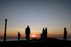 Solar Ceremony (polybazze) Tags: sibbarp skåne sweden öresund sea sun silhoutte people fuji fujifilm fujinon 23mm xf23mmf2rwr xt20