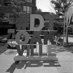 FRB No. 45 - CatLABS X Film 80 - Roll 04 (No. 2) (Pyrocat-HD) (Alex Luyckx) Tags: oakville ontario canada urban down historicdowntown downtown dtoakville filmreviewblog filmreview review media medium frankehediekie rolleiflex rolleiflex28f tlr 120 mediumformat 6x6 carlzeissplanar80mm128 catlabs catlabsxfilm80 xfilm80 asa80 photographersformulary pyrocathd pyro 11100 epsonv700 adobephotoshopcc blackwhite bw film filmphotography believeinfilm filmisalive filmisnotdead